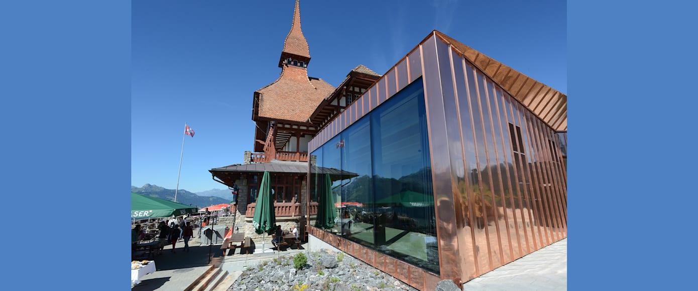 Pavillon und bestehendes Gebaeude