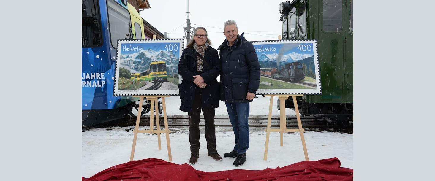 Bernhard Kallen l und Urs Kessler nach der Enthuellung im Hintergrund die WAB l und SPB r