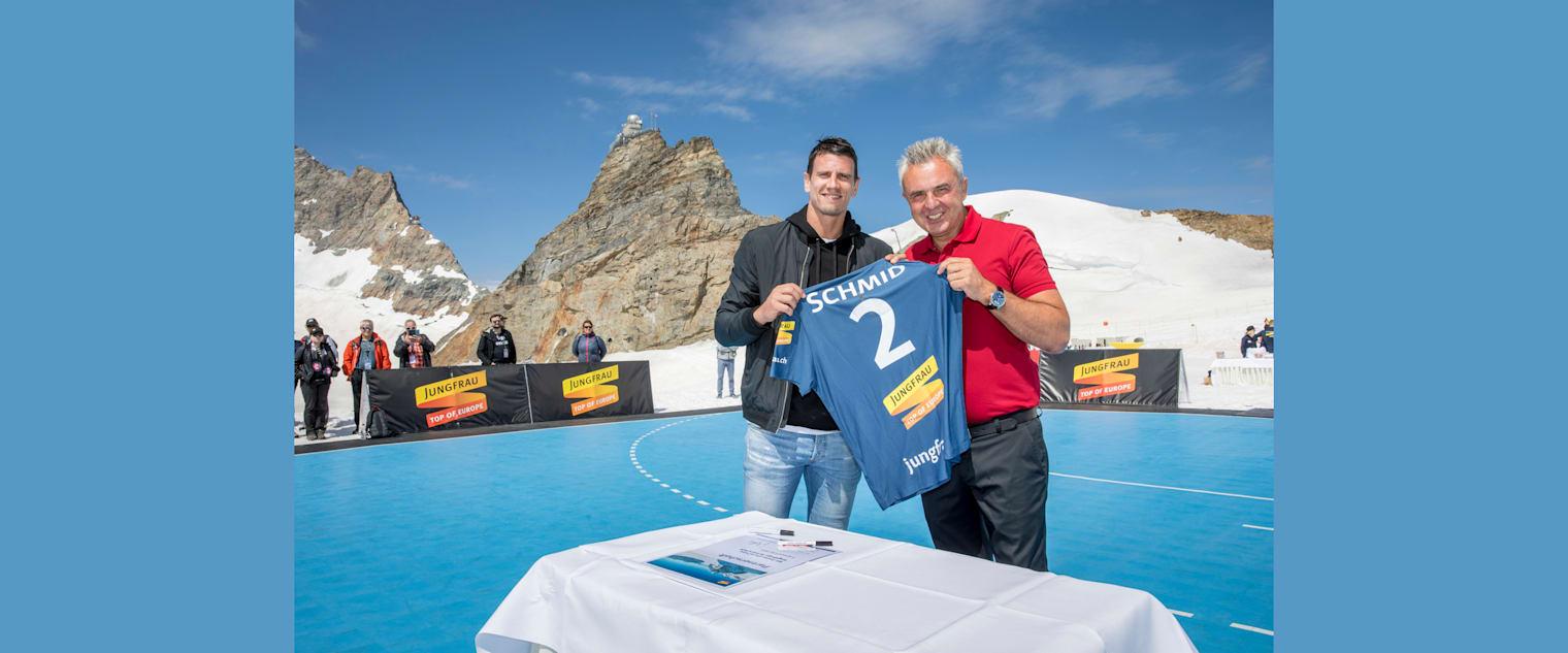 Handball 3 Andy Schmid und Urs Kessler nach der Vertragsunterzeichnng