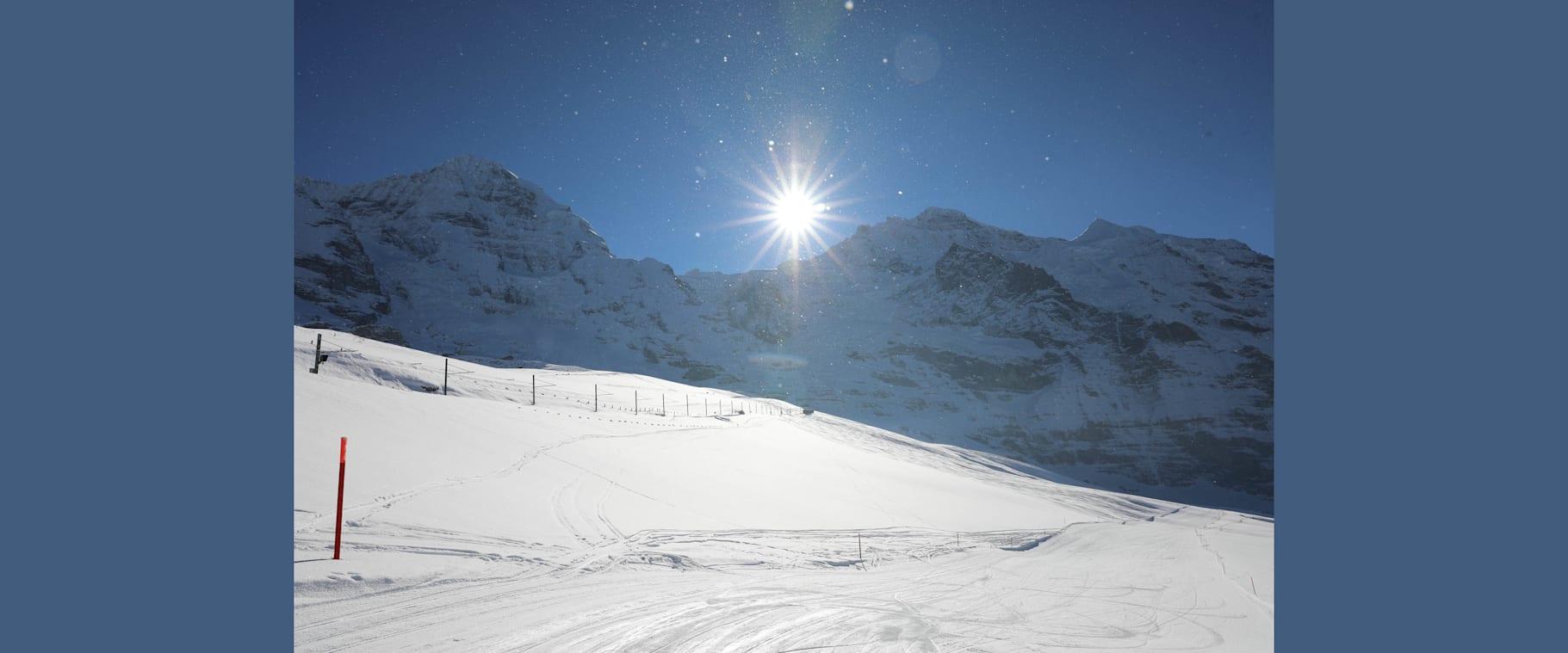 Ideale Wintersportverhaltnisse in Grindelwald und Wengen im Hintergrund Monch Jungfrau und Silberhorn