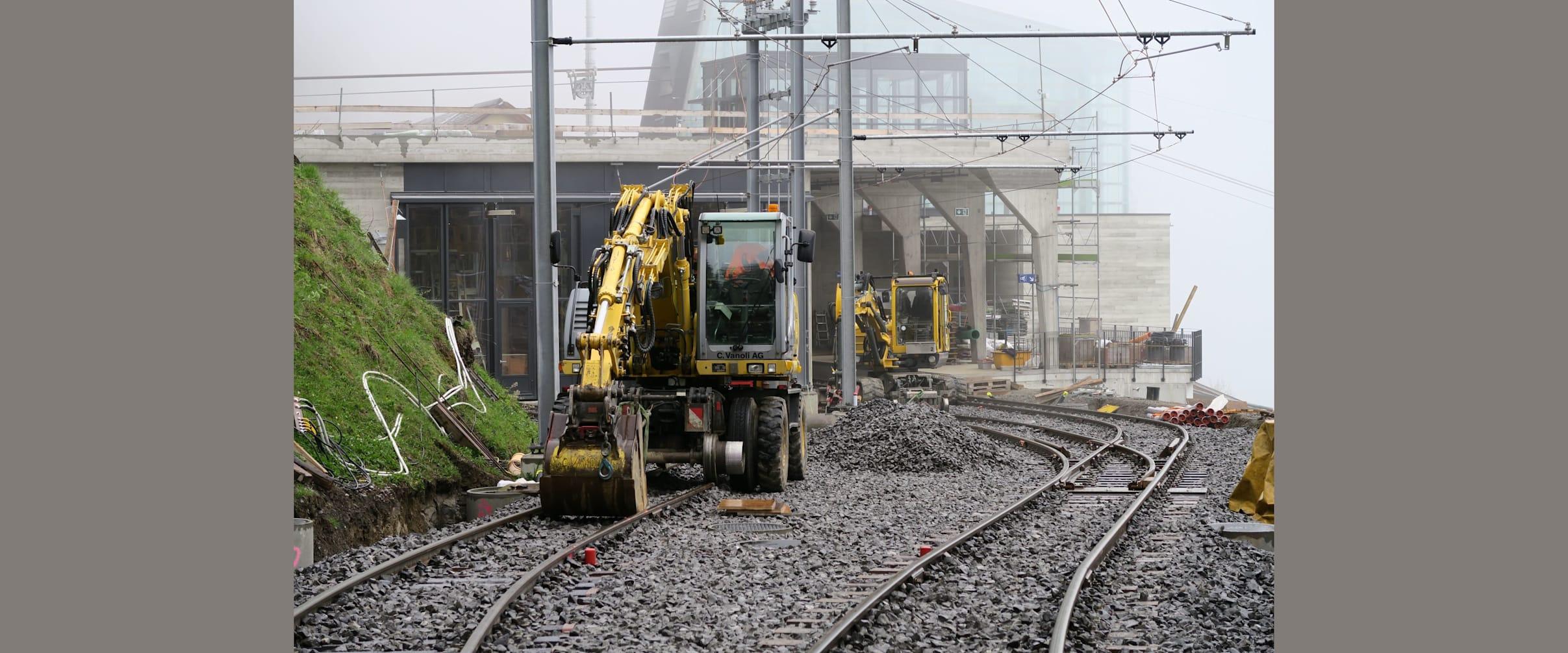 Arbeiten vor der Station Grütschalp kl