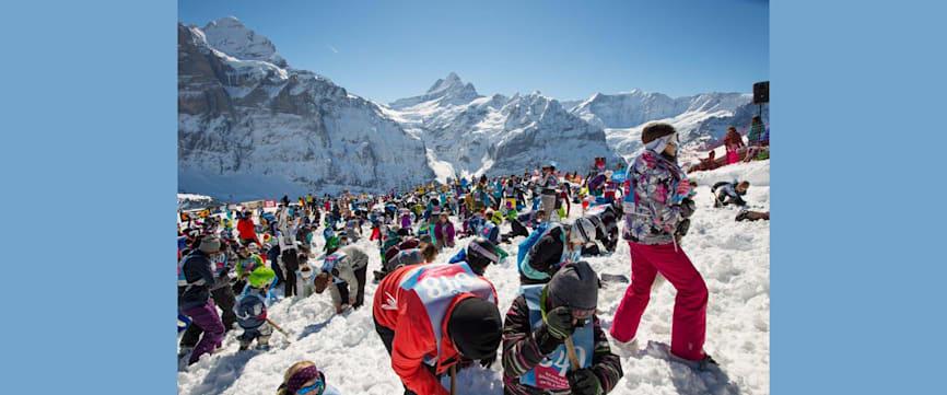 Die groesste Schatzsuche der Schweiz im Schnee Grindelwald First