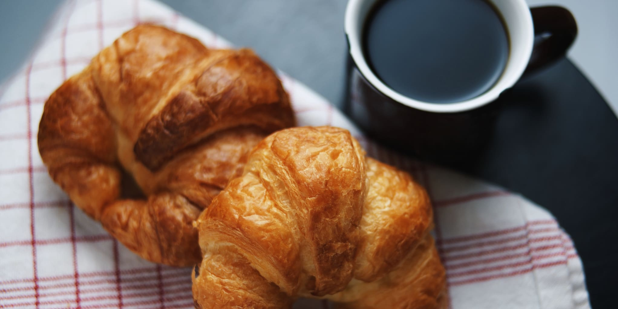 Napkin, No People, Baked, Refreshment, Breakfast, High Angle View, Day, Table, Indoors, Focus On Foreground, Coffee Cup, Freshness, Temptation, Baked Pastry Item, Food, Food And Drink, Still Life, Croissant, Coffee - Drink, Unhealthy Eating, Drink, Sweet Food, Horizontal Image