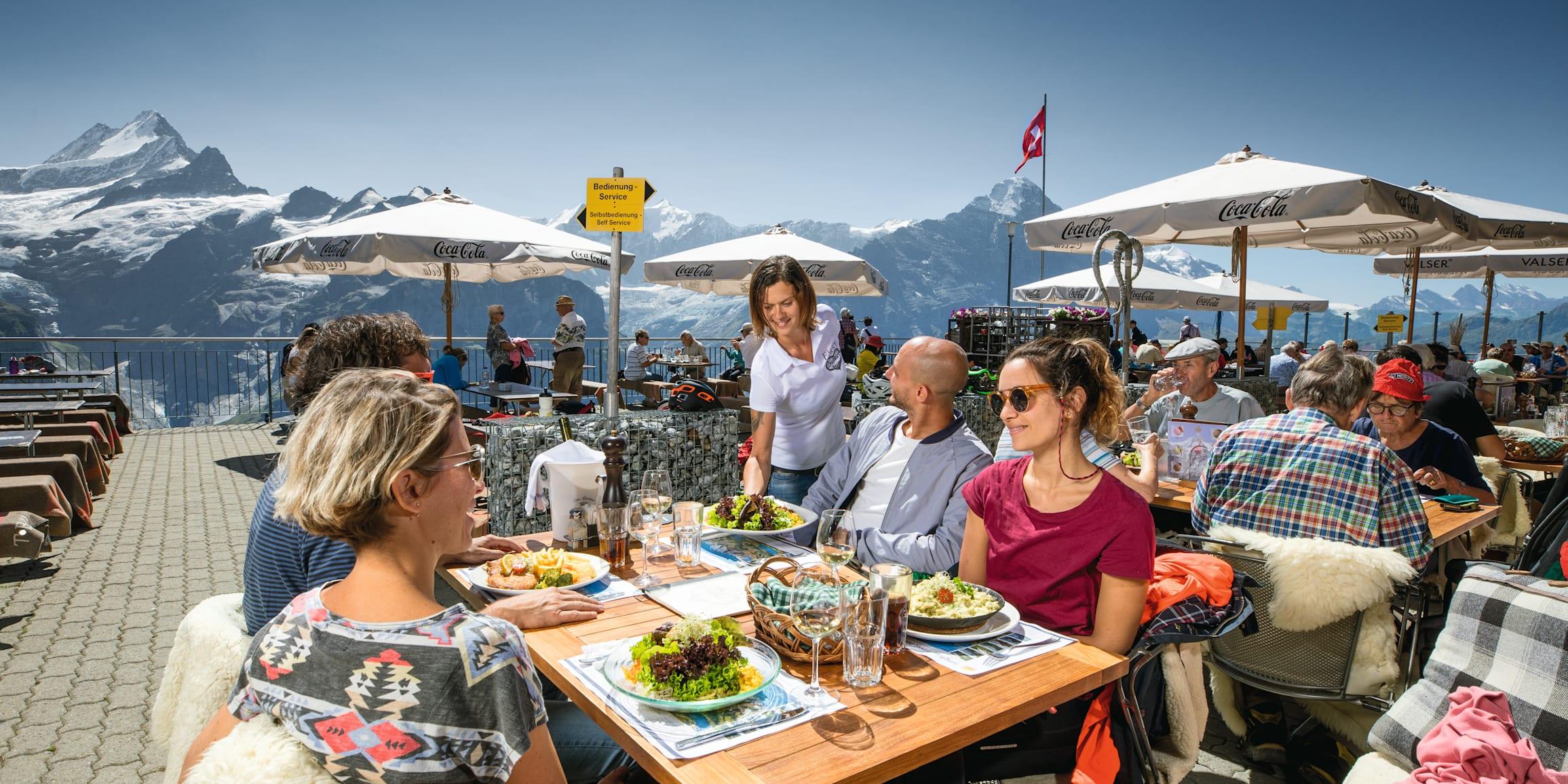 Grindelwald First Bergrestaurant First Personen erhalten Essen