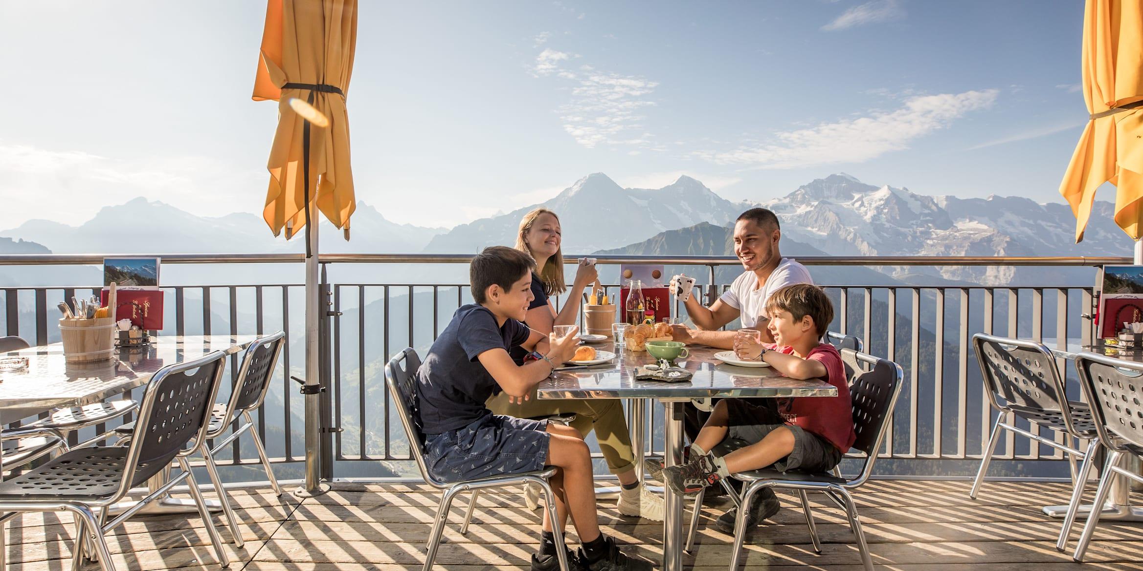 Mönch, Eiger, Eiger-Mönch-Jungfrau, Jungfrau, Schynige-Platte, Berghotel-Schynige-Platte, Screen-Content, Aussicht