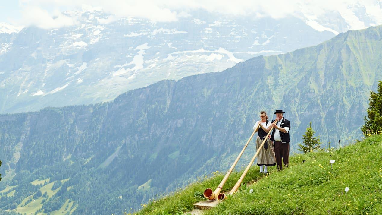 Schynige Platte Alphorn Blaeser Sommer
