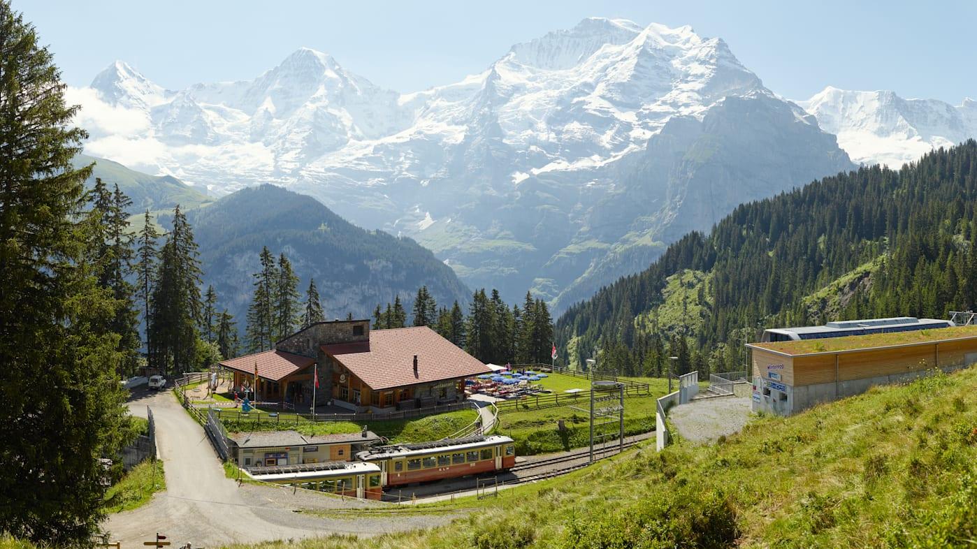 Winteregg Muerren Restaurant Sommer Panorama Eiger Moench Jungfrau