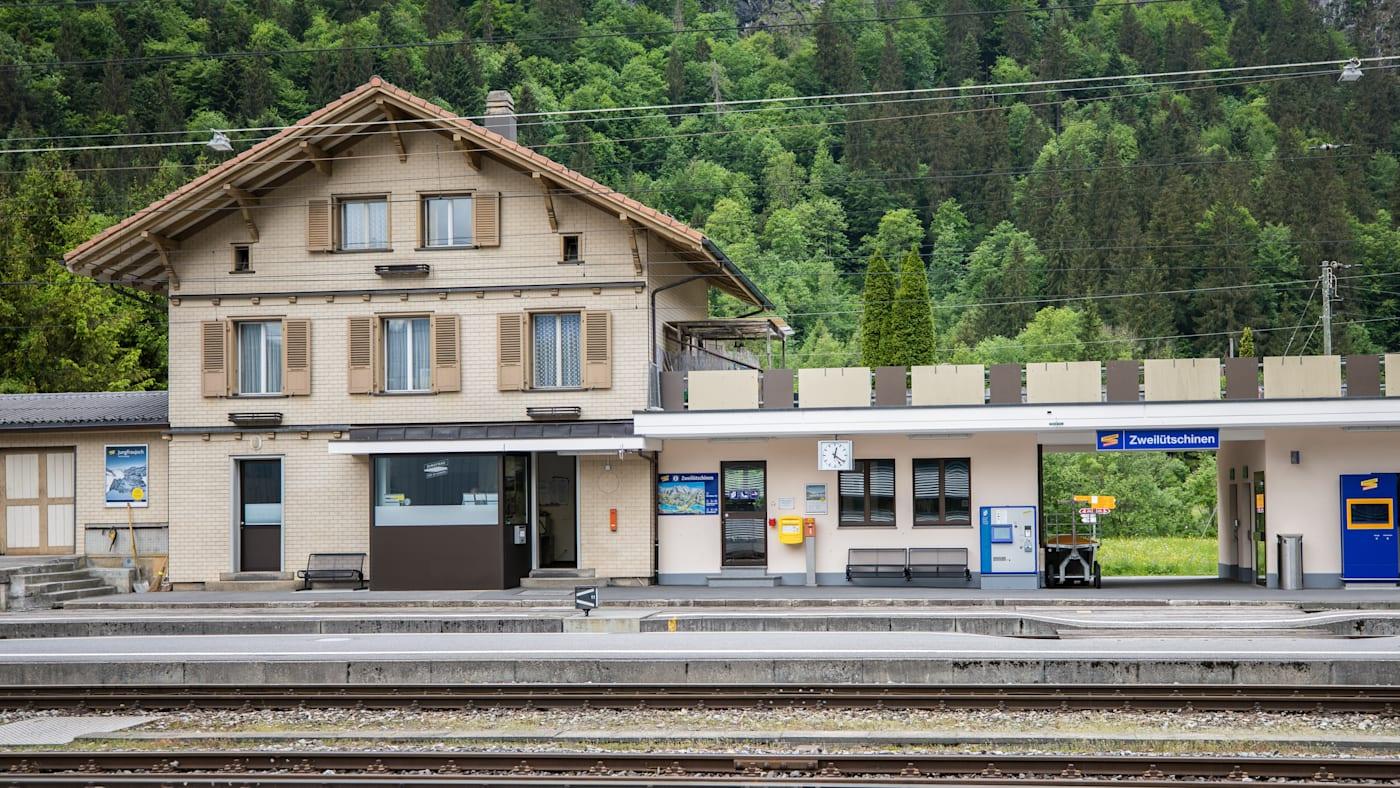 Bahnhof Zweiluetschinen