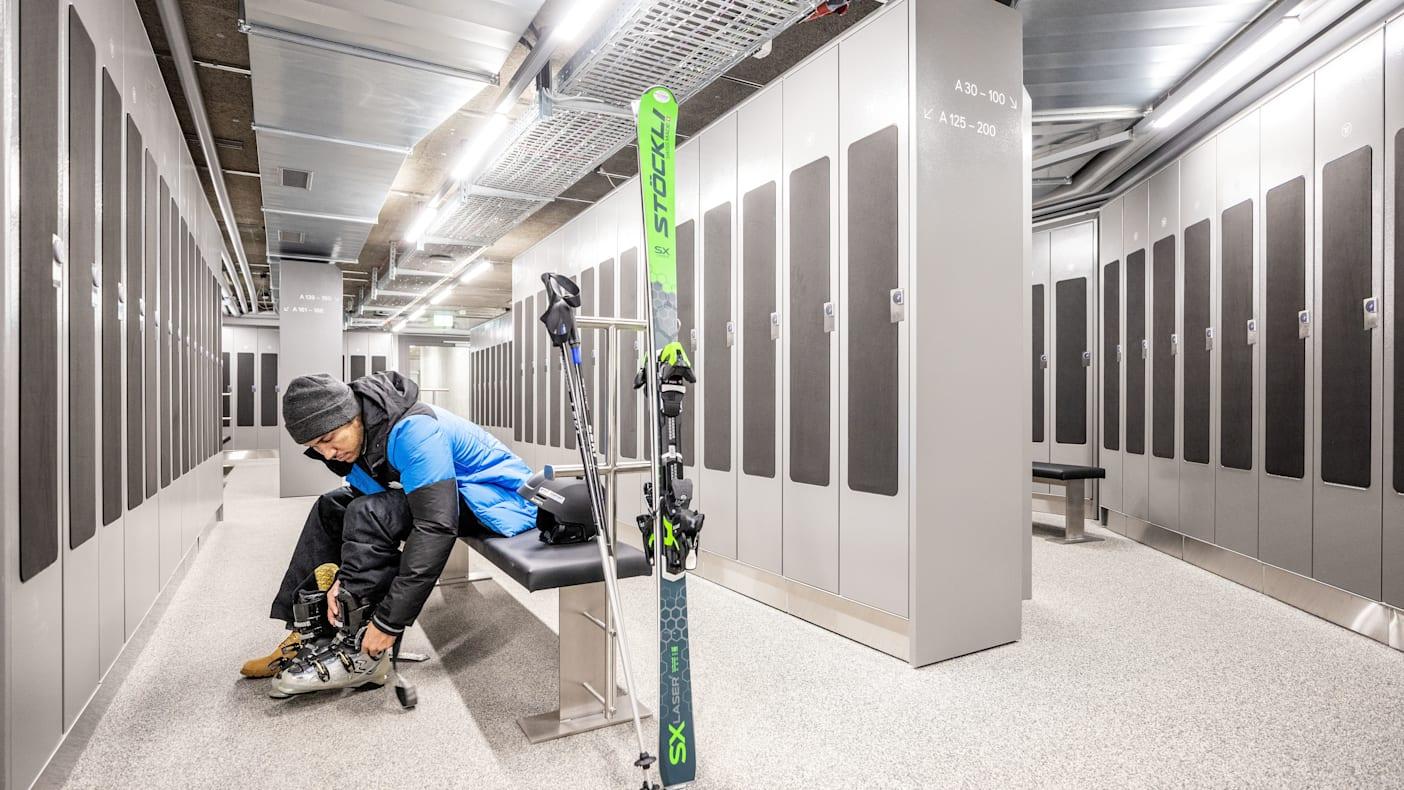 Dépôt de ski au Terminal de Grindelwald