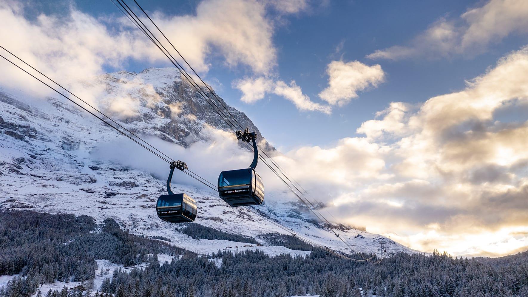 Eiger Express zwei Kabinen Eiger Abendstimmung Winter