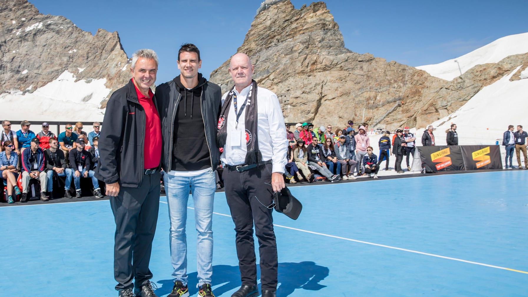 Handball 6 Urs Kessler CEO Jungfraubahnen Andy Schmid Peter Roethlisberger VRP BSV Bern v l n r