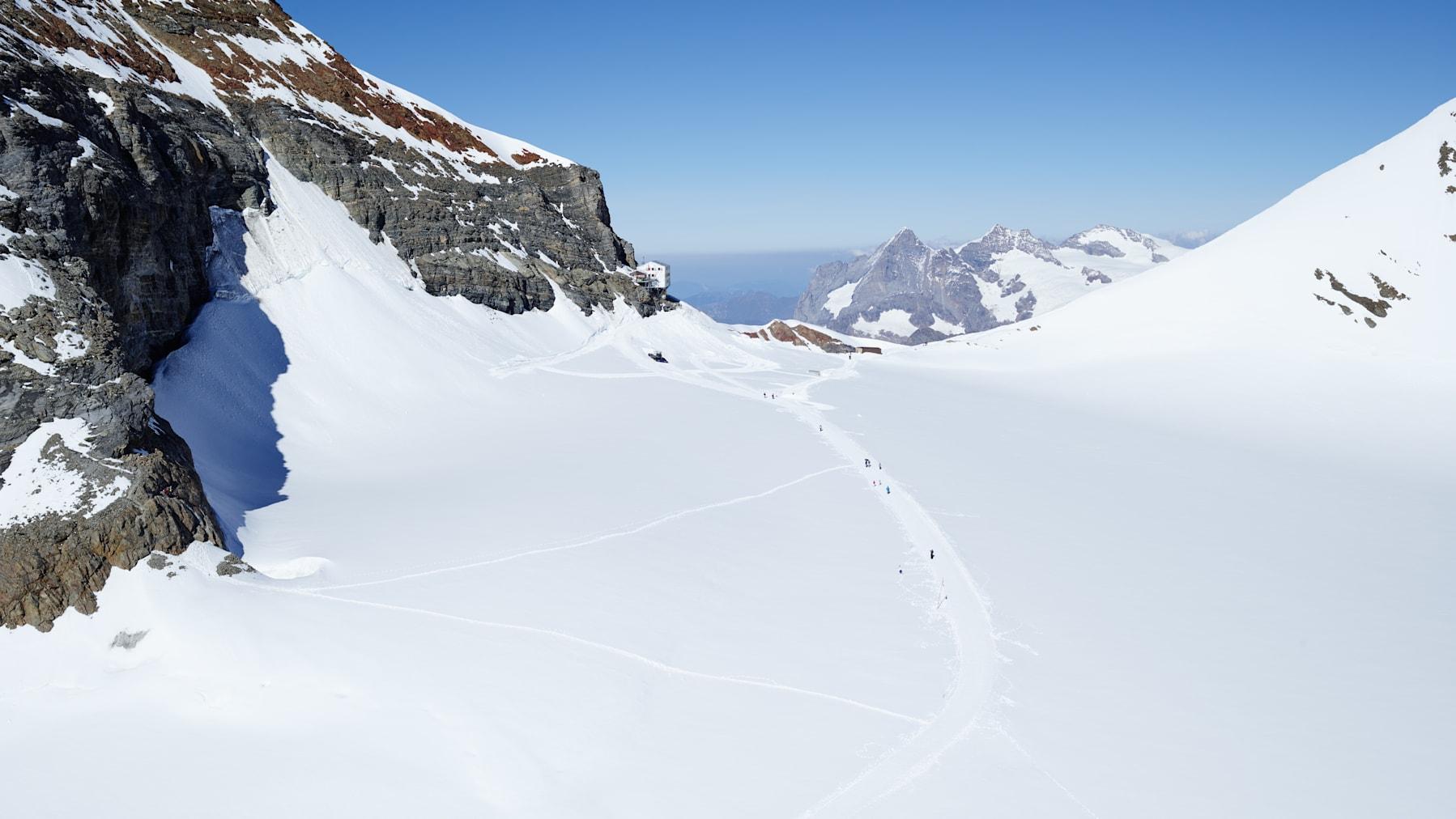 Jungfraujoch Gletscher Moenchsjochhuette Wandern