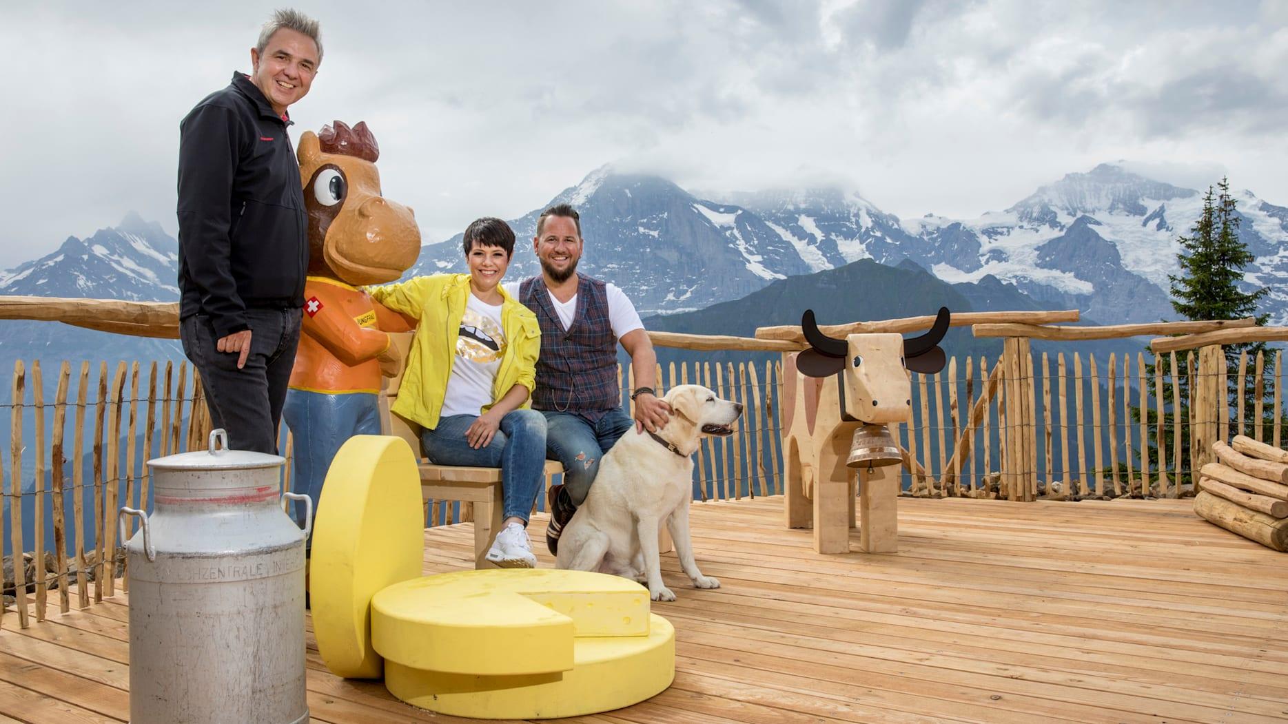 Urs Kessler Francine Jordi und Marc Trauffer und Hund Theo beim Fotopoint