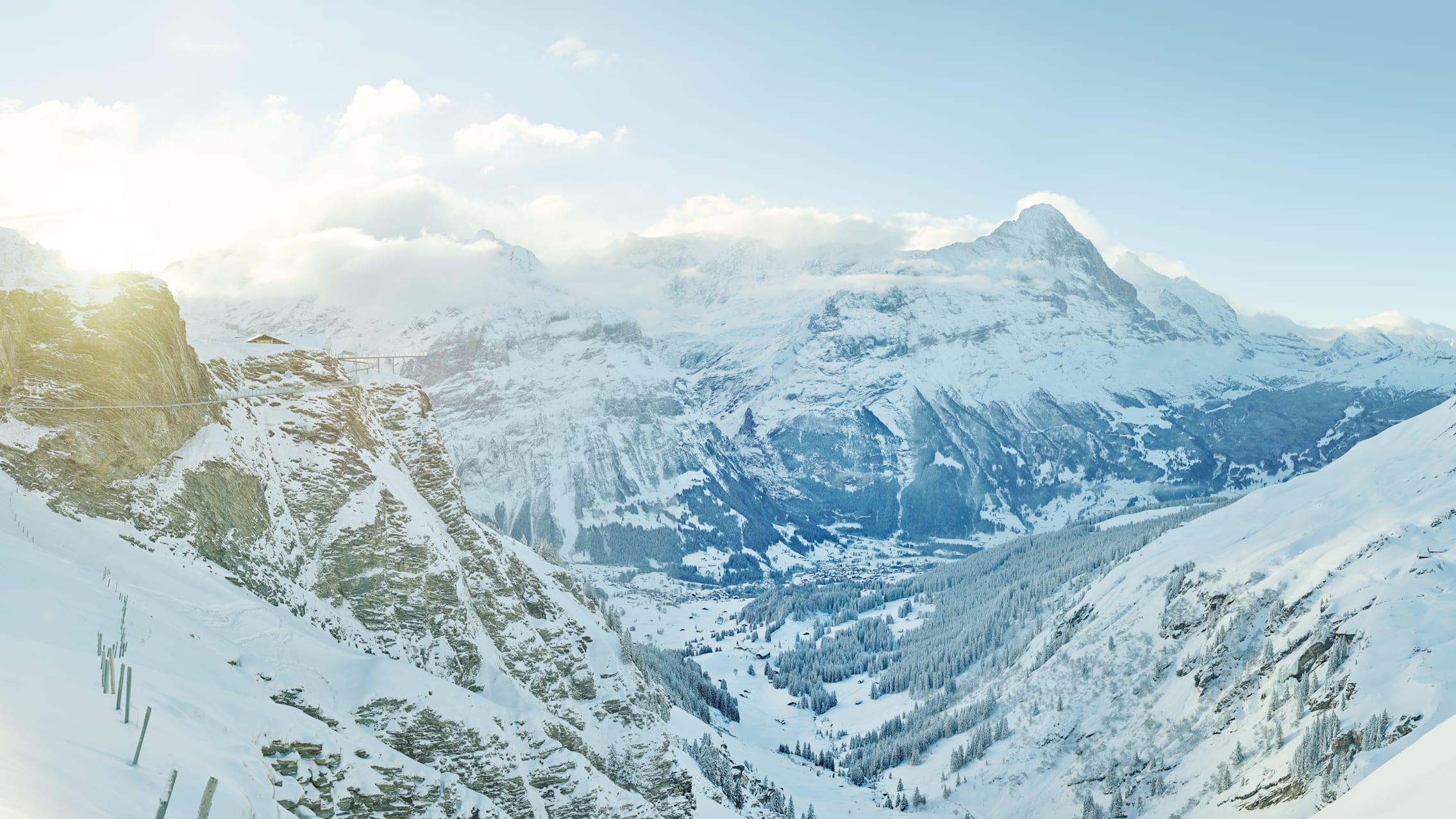 Panorama hivernal de Grindelwald First Cliff Walk