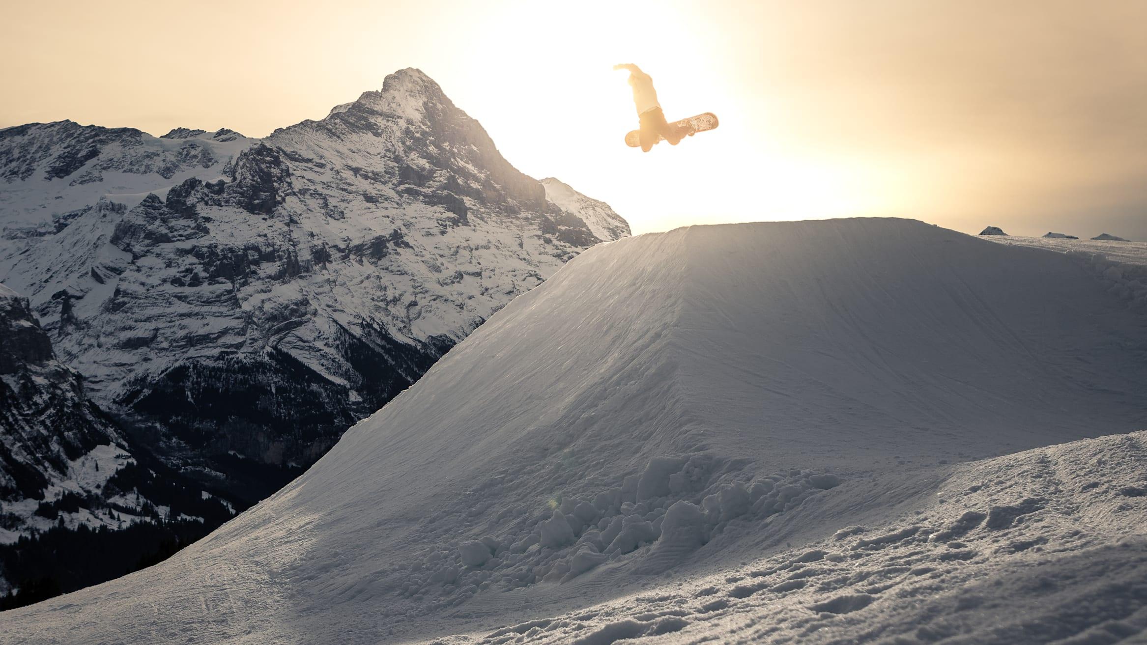 Snowpark Grindelwald First snowboard sunset Vaentin Mueller 2