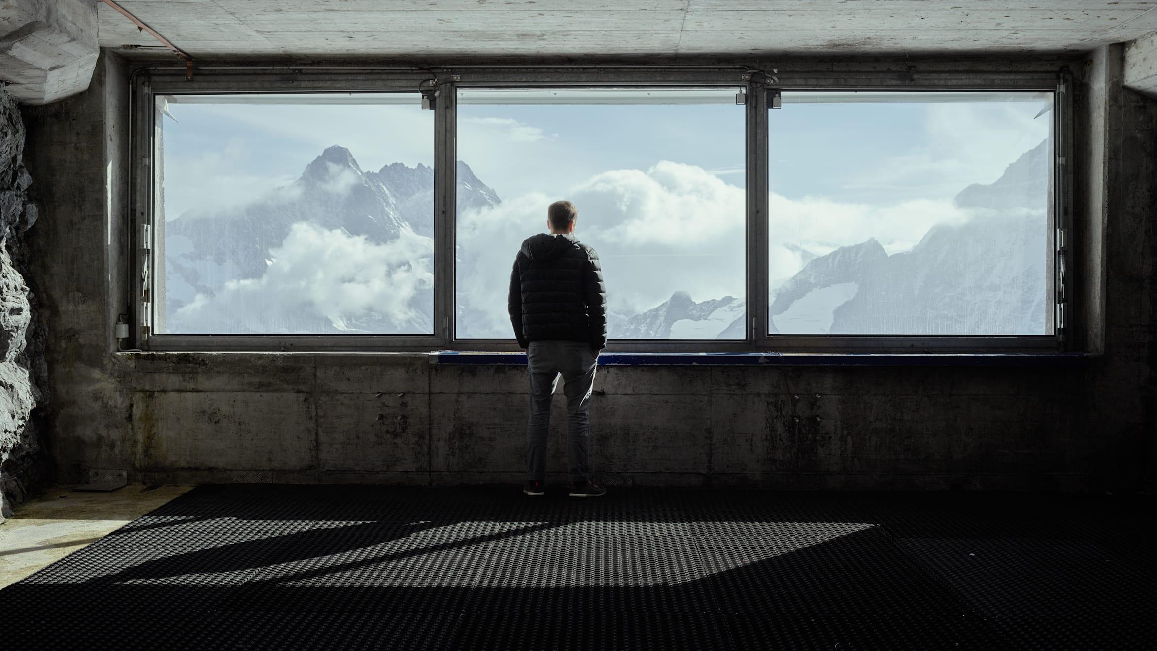 Gare de la Jungfraubahn Eismeer (Mer de glace) vue Jungfraujoch