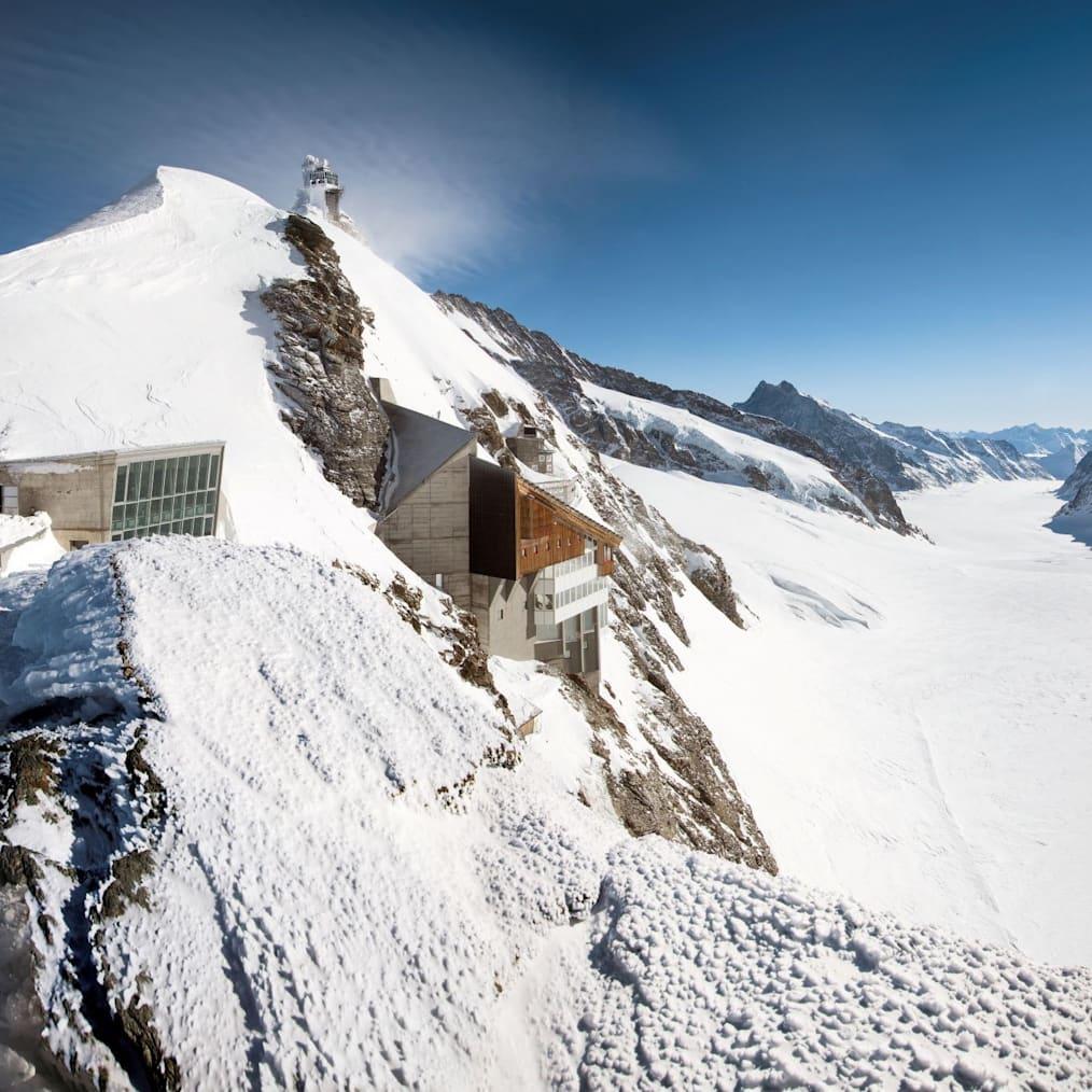 Berghaus aletschgletscher sphinx plateau jungfraujoch top of europe quadrat