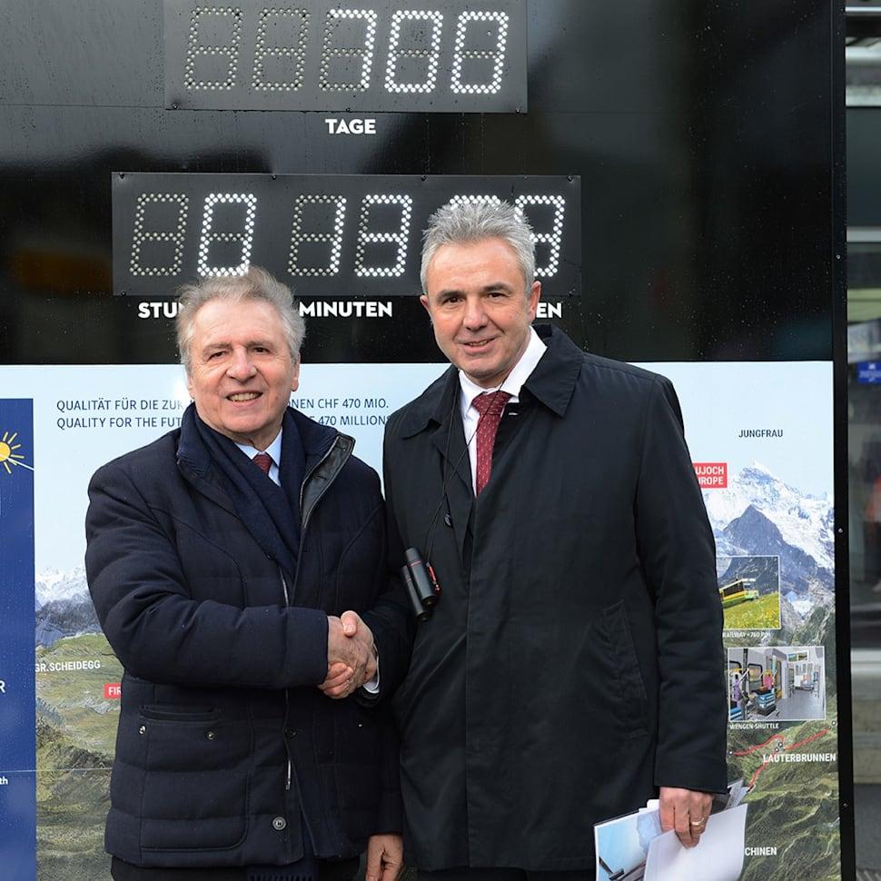 Francois Thiebaud und Urs Kessler vor der Countdown Clock Kopie