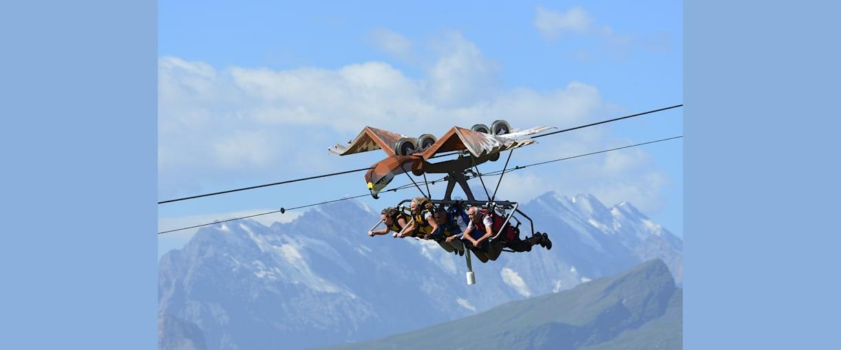 Glider hoch ueber Grindelwald