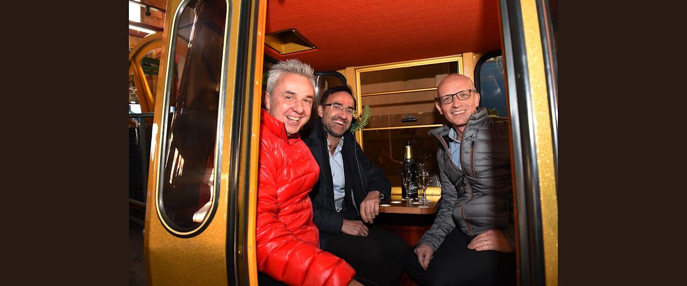 Urs Kessler Andreas Kaufmann und Daniel Zihlmann in der Talstation nach der Fahrt mit der letzten Gondel