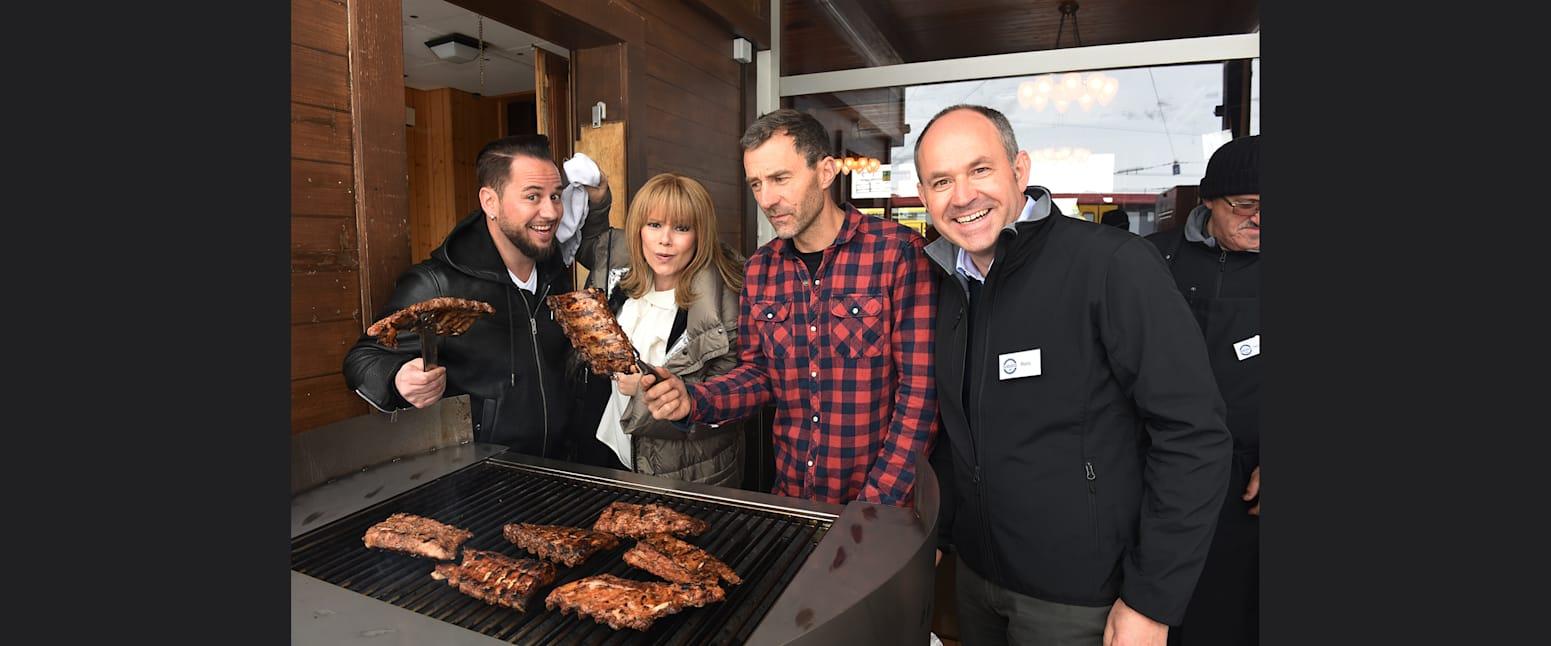 Marc Trauffer Francine Jordi Gian Simmen und Reto Mettler beim BBQ Grill