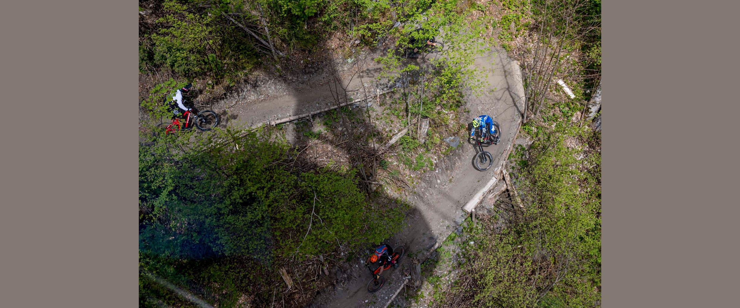 Biker auf dem Freeride Trail