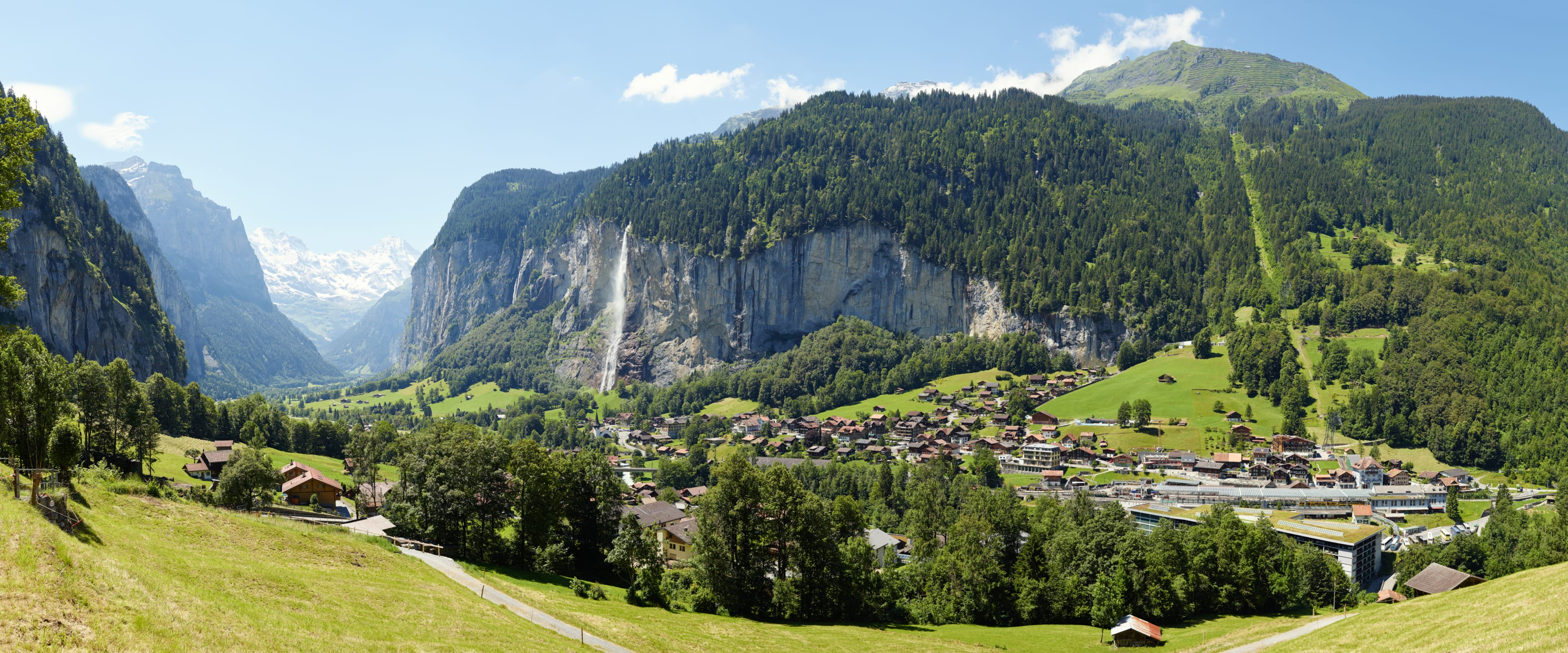 [Translate to English:] Lauterbrunnen Sommer Staubbachfall Berner Alpen
