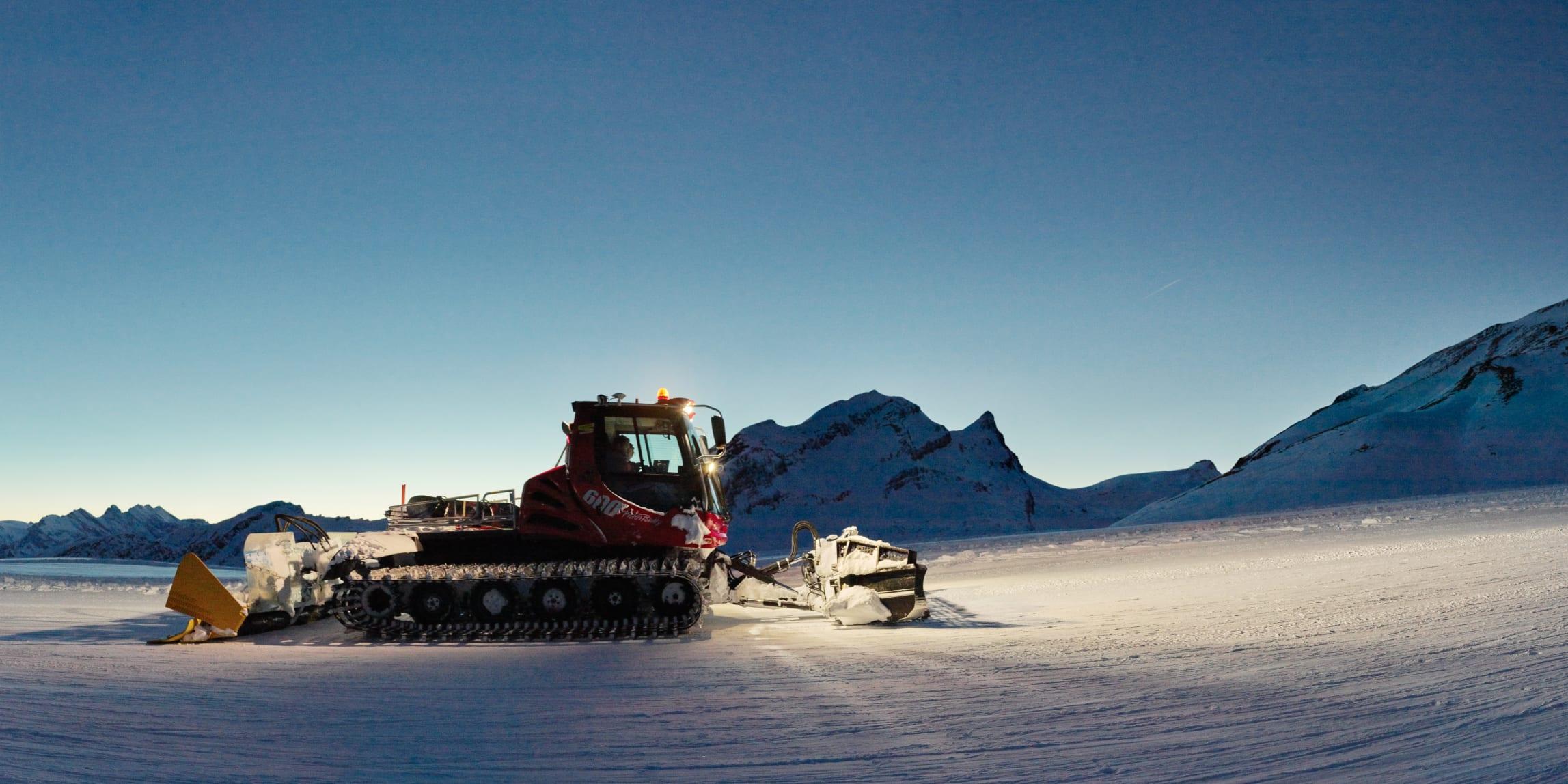 Bahnen-Maschinen, Erlebnisse-Aktivitaeten, Jungfrau-Ski-Region, Pistenbully, Pistenbullyfahren, Skigebiet-Grindelwald-First, Skigebiet-Grindelwald-Wengen, Winter