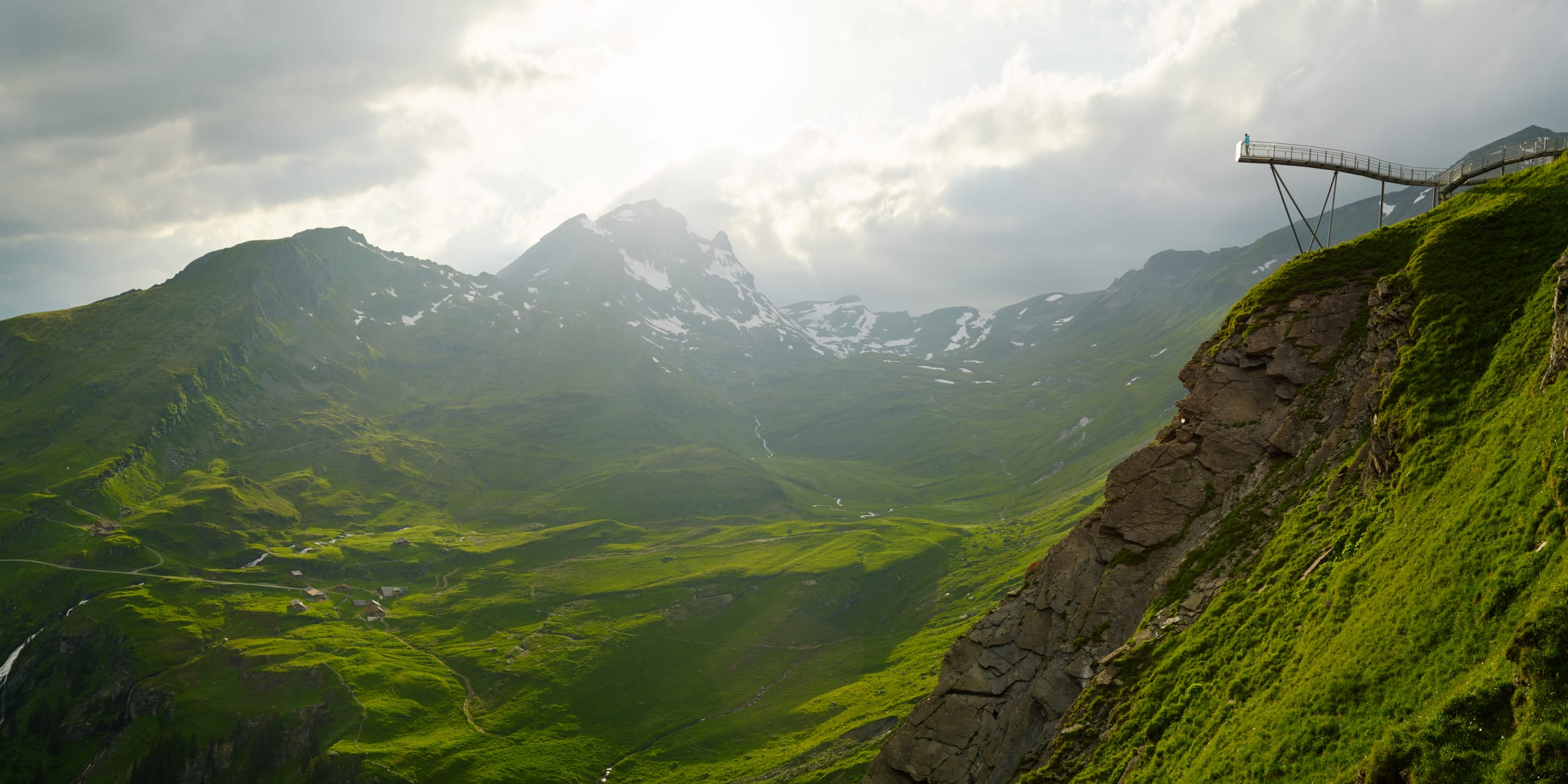 [Translate to Français:] Grindelwald First Cliff Walk Panorama Alp Bachlaeger