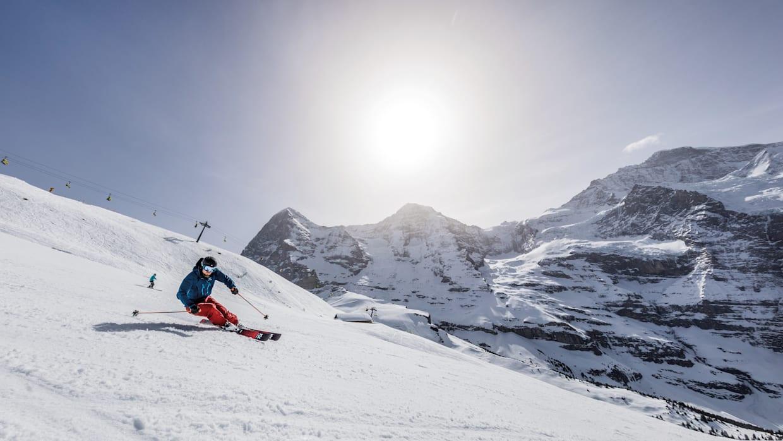 Kleine Scheidegg Lauberhorn skiers Eiger Moench Jungfrau