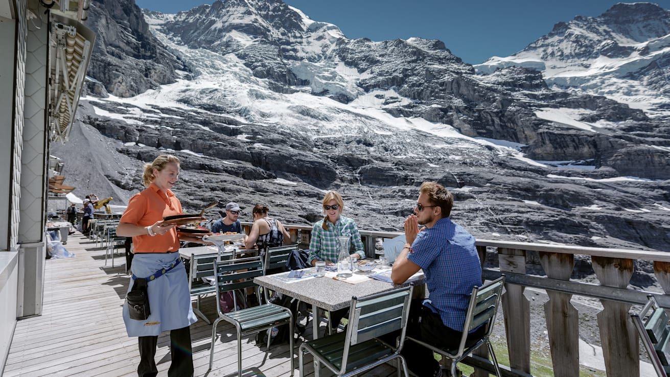Gastro, saison, Jungfraujoch-Top-of-Europe, restaurant Eigergletscher, été, jungfrau.ch/fr-ch