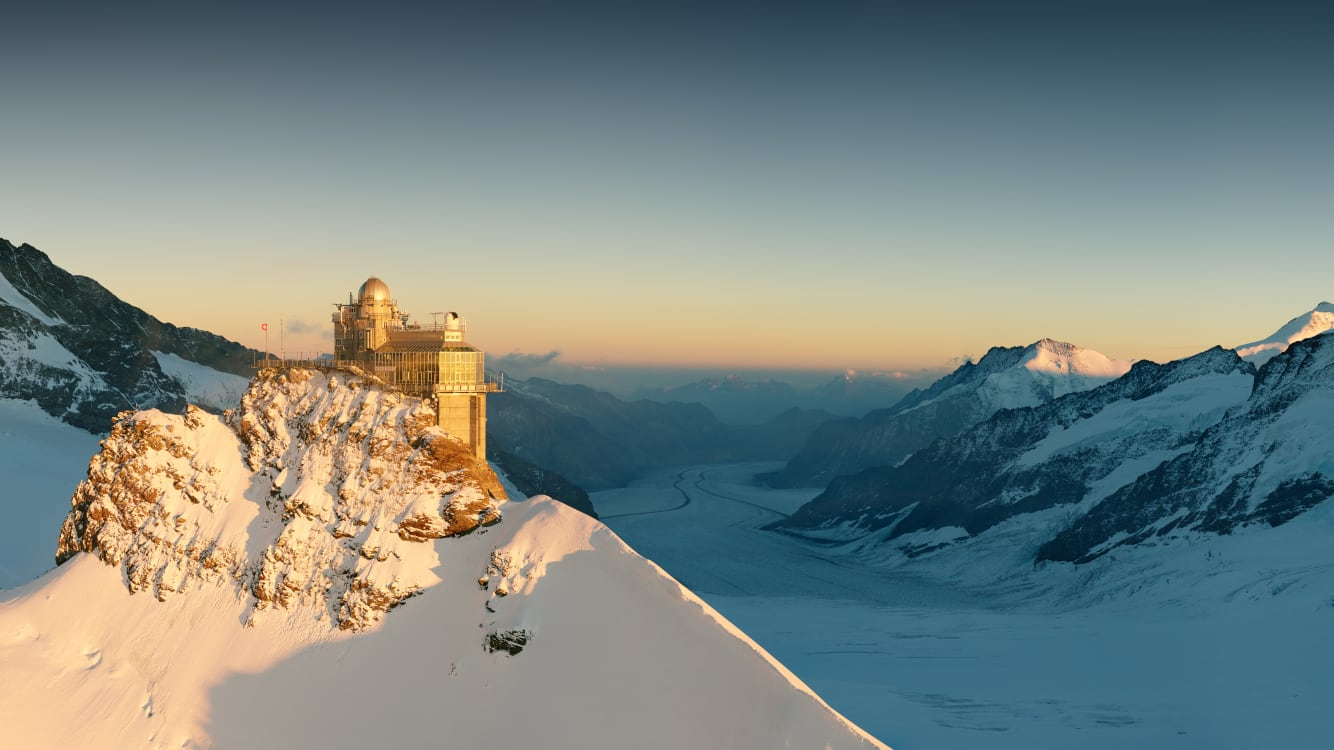 [Translate to English:] Jungfraujoch Sphinx Gletscher Sonnenuntergang