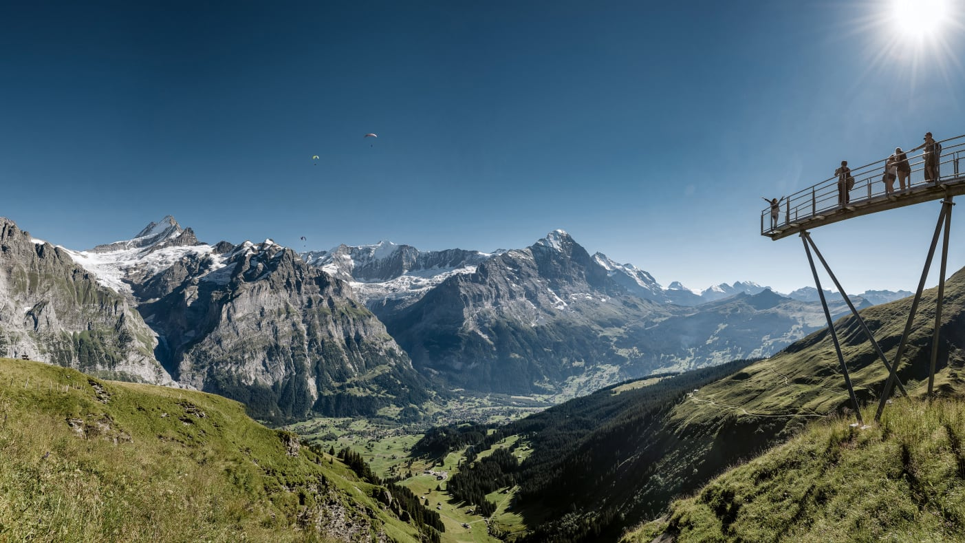 [Translate to English:] Grindelwald first sommer first cliff walk