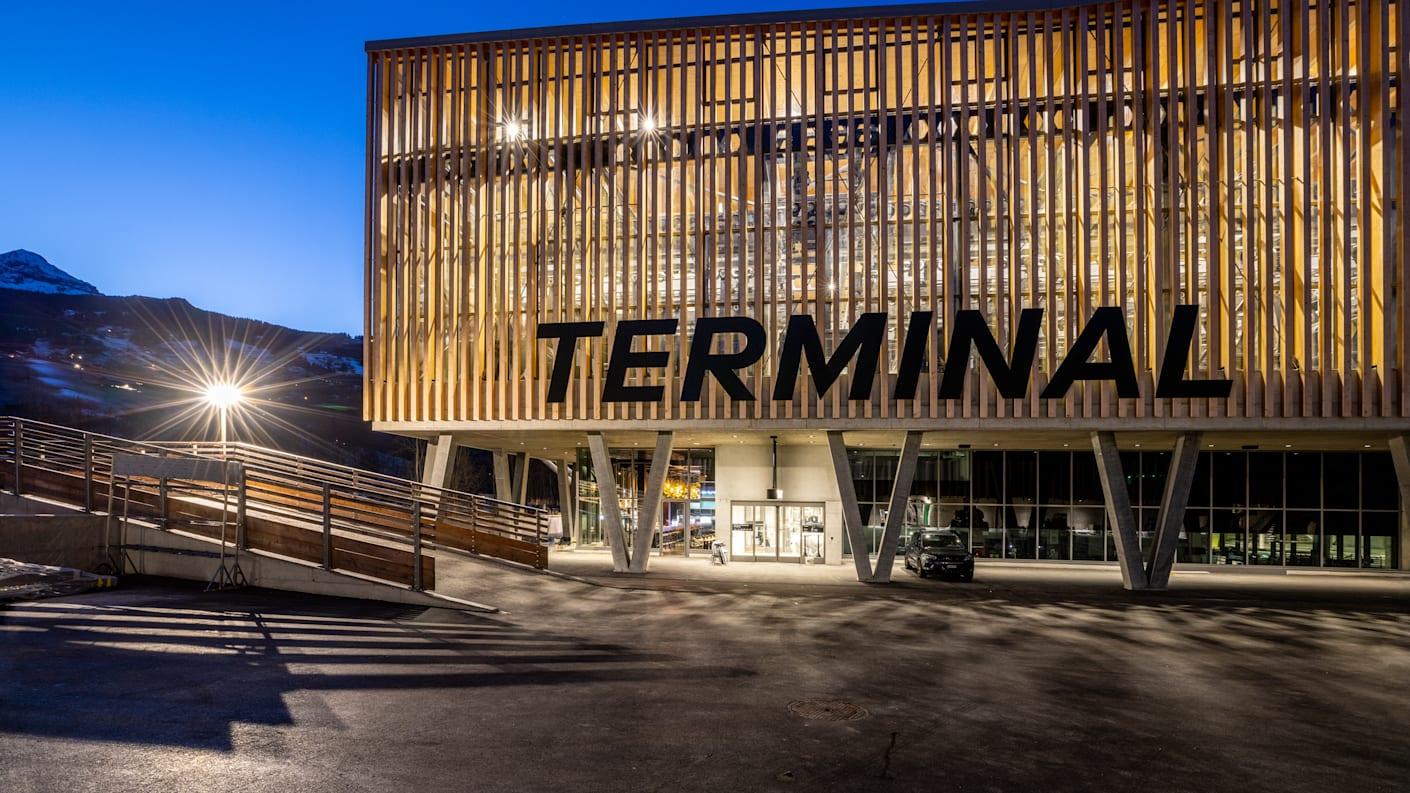 Grindelwald Terminal Aussenaufnahme Abend