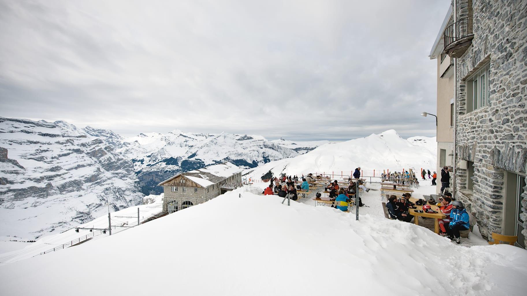 [Translate to 中文:] Skibar Schreinerei Eigergletscher Aussicht