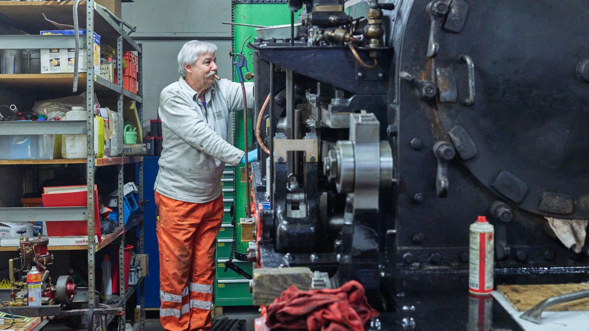 Schynige Platte Bahn Revision Rollmaterial Dampflokomotive Arbeiter