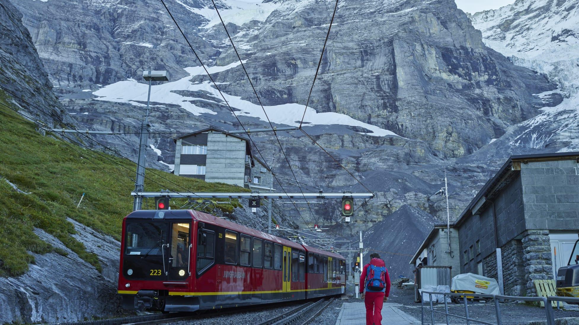 Jungfraubahn Station Eigergletscher Bergfuehrer