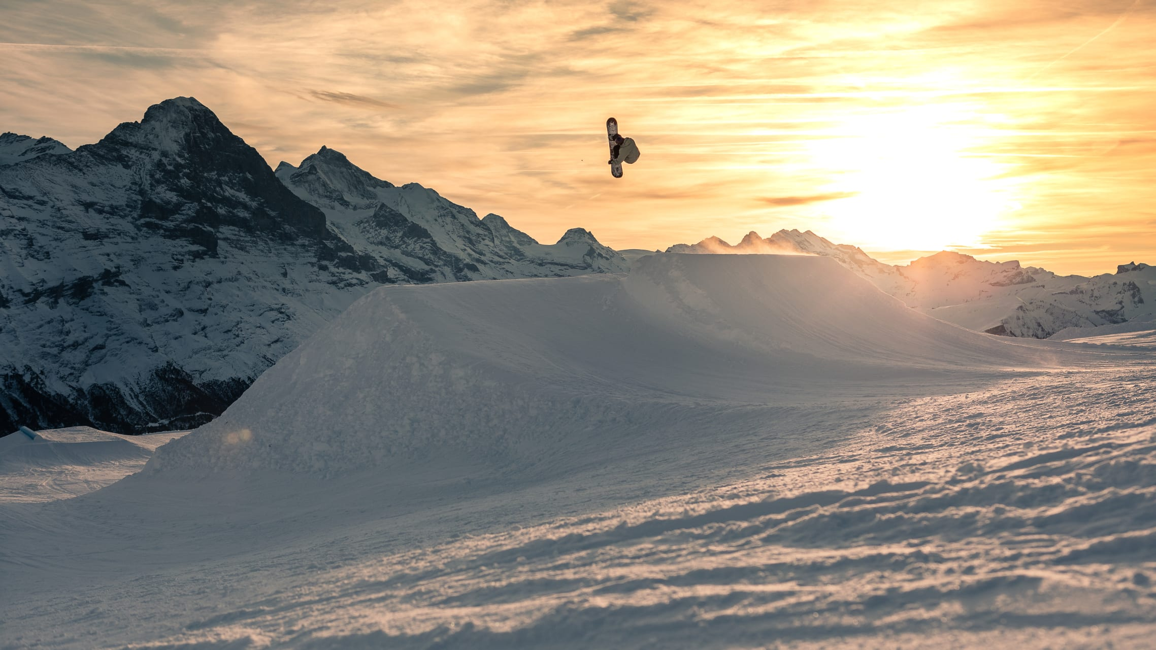 Snowpark Grindelwald First Snowboard Sunset Vaentin Mueller 1