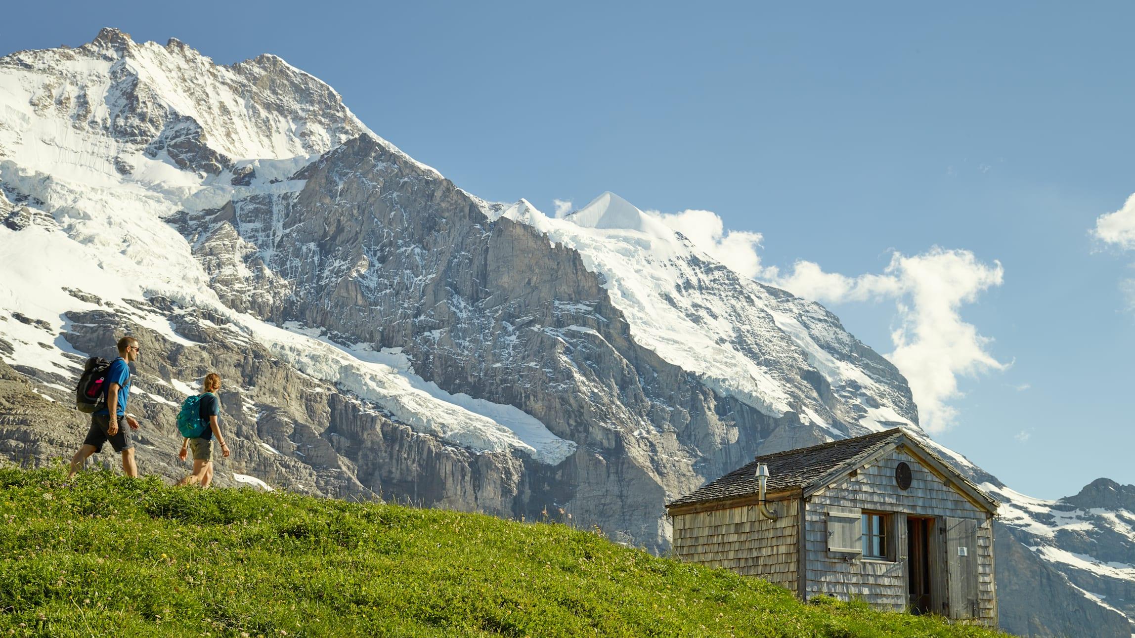 [Translate to English:] Mittellegihuette Eiger Walk Wandern Jungfrau Sommer