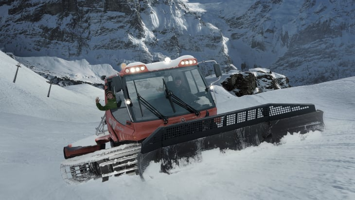 Grindelwald First Pistenfahrzeug Wetterhorn Schreckhorn Schnee