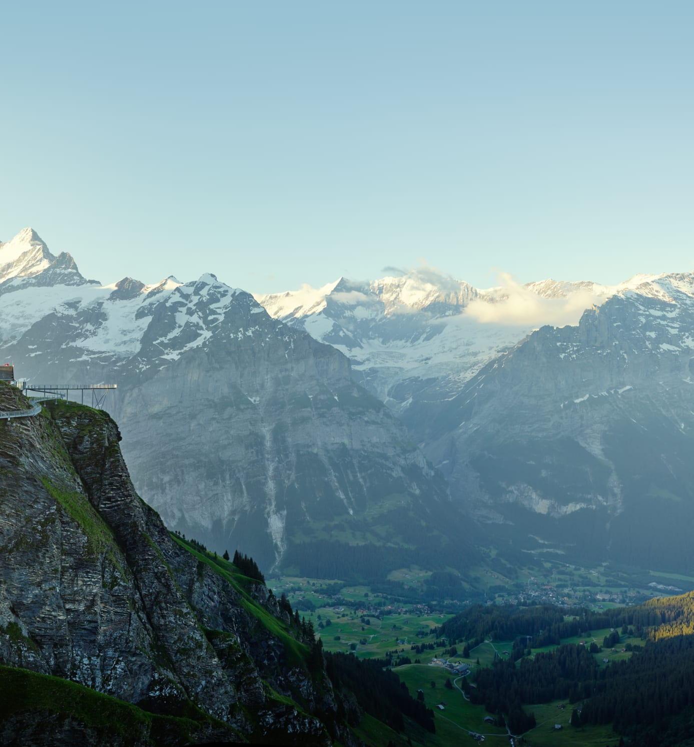 [Translate to English:] Grindelwald First Sommer Cliff Walk Eiger Moench Jungfrau
